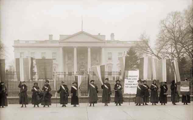 1918 Low Res Nat Women's Party Demonstation Wh House c Everett Hist shutterstock_242816689