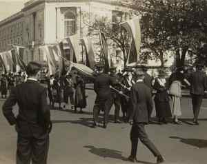 1918 Low Res Oct Police seize banners Senate Office c Everett shutterstock_242817049